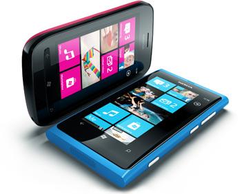 Nokia Lumia 800 и Lumia 710