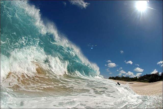 Слънце, пясък, вълни