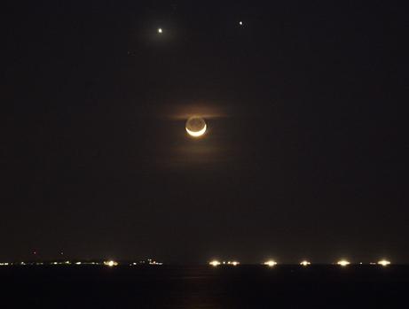 Венера и Юпитер близко една до друга